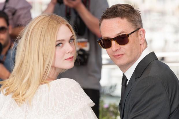 Tiên nữ giáng trần là câu miêu tả chính xác Elle Fanning tại LHP Cannes các năm! - Ảnh 2.