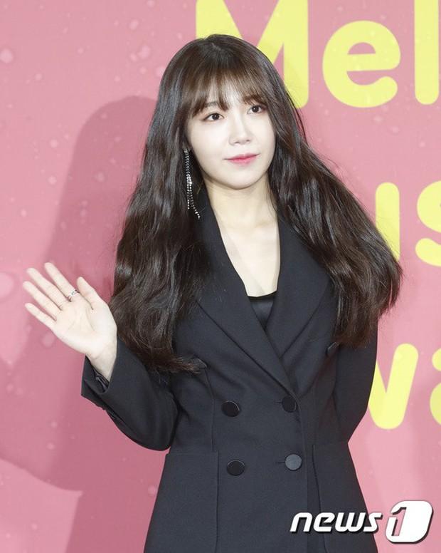 Thảm đỏ Melon: Mỹ nhân ngực khủng vô danh át cả Kim So Hyun, TWICE, EXO và Wanna One đẹp trai như hoàng tử - Ảnh 40.