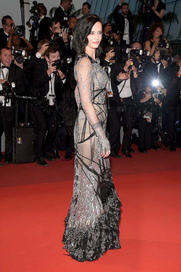 Nữ diễn viên vô danh diện váy hở bạo trở thành bà hoàng thảm đỏ tại Cannes - Ảnh 8.