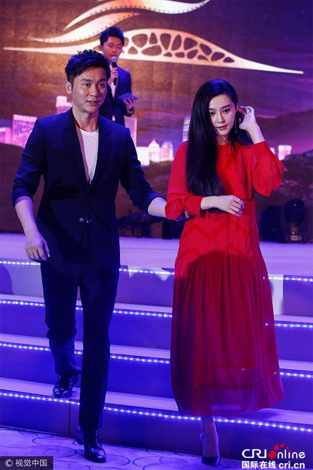 Đeo nhẫn kim cương khủng trên tay, Phạm Băng Băng vẫn chưa quyết định được ngày đăng ký kết hôn với Lý Thần - Ảnh 5.