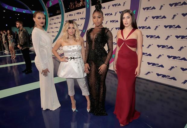 Thảm đỏ MTV VMAs 2017: Loạt sao thi nhau hở vòng 1 căng đầy, Taylor Swift bất ngờ vắng mặt - Ảnh 10.