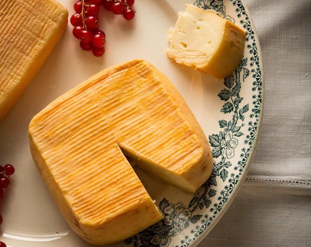Không kém gì sầu riêng Việt Nam hay đậu phụ thối Trung Quốc, đây là loại phô mai khó ngửi nhất thế giới - Ảnh 5.