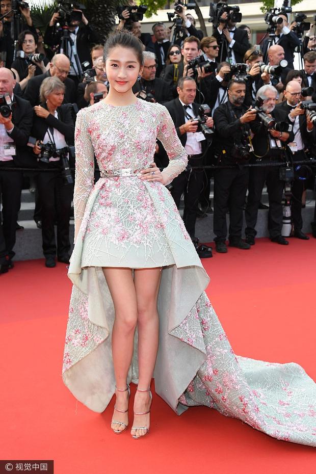 Phạm Băng Băng gây thất vọng, bị Elle Fanning dìm hàng toàn tập tại Cannes! - Ảnh 19.