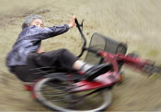 Cười té ghế với bộ ảnh hài của cụ bà 90 tuổi lầy lội nhất nước Nhật Bản - Ảnh 1.