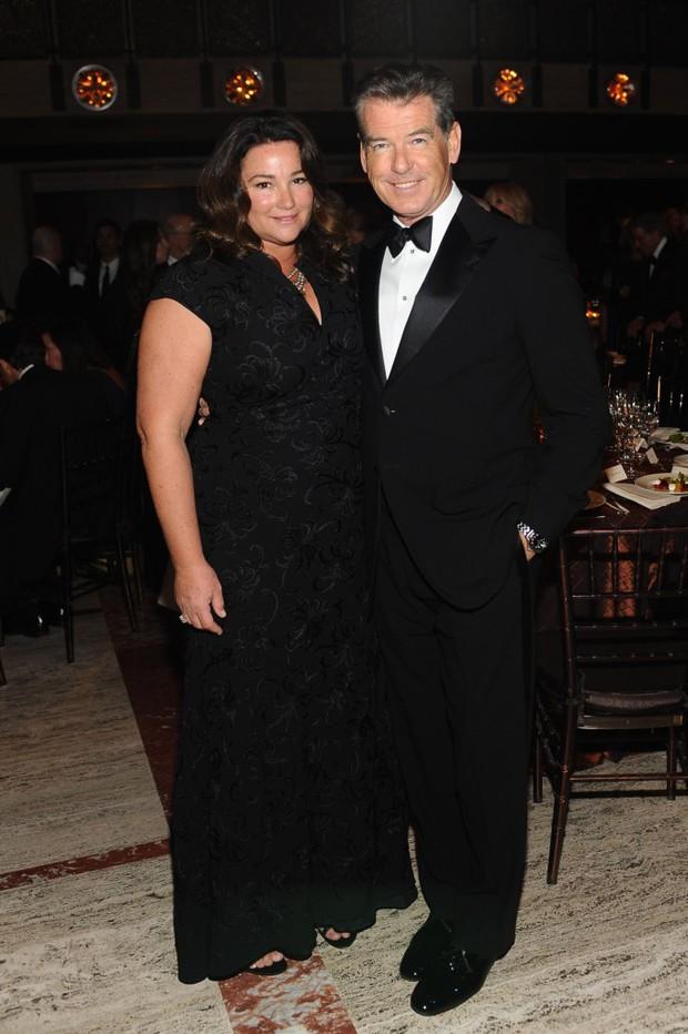 Sau nỗi đau mất vợ con, tài tử Điệp viên 007 tìm được tình yêu mới và họ yêu nhau suốt 23 năm dù cô ấy béo, xấu thế nào - Ảnh 6.