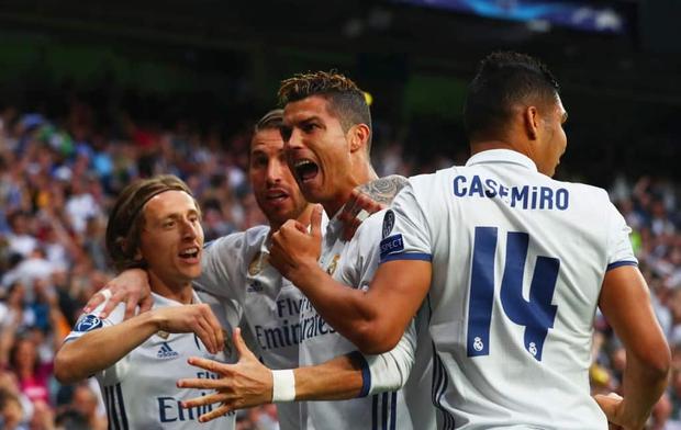 Ronaldo nhận quà đặc biệt từ ông chủ nhà trắng - Ảnh 1.