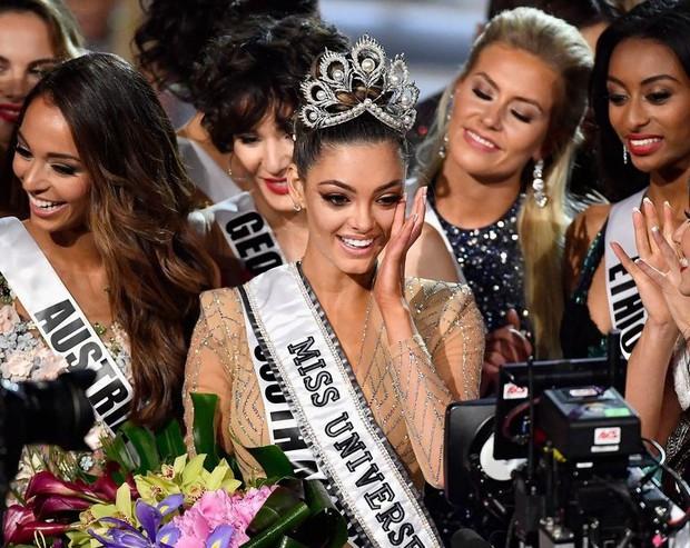 Tân Hoa hậu Hoàn vũ từng bị dọa giết, bắt cóc và bị chỉ trích vì nghi vấn kỳ thị trẻ em nhiễm HIV - Ảnh 1.