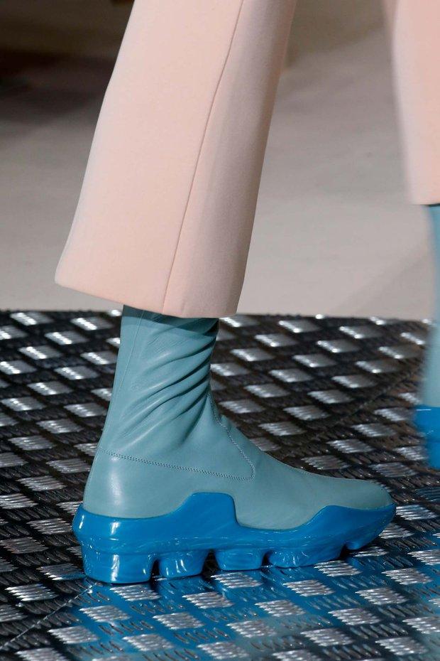 Nhìn mấy đôi giày lạ này mới thấy dép lau nhà hay dép đi chợ của Zara vẫn thường chán! - Ảnh 9.