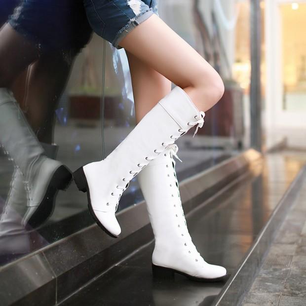 Bỏ ngay những lỗi đi giày dép sau nếu không muốn sức khỏe nguy hại - Ảnh 2.