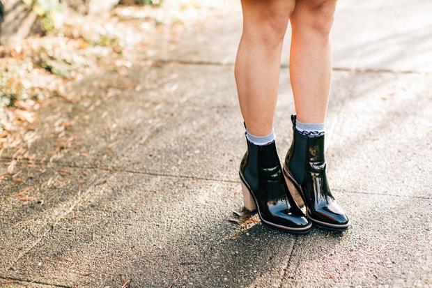 Bỏ ngay những lỗi đi giày dép sau nếu không muốn sức khỏe nguy hại - Ảnh 3.