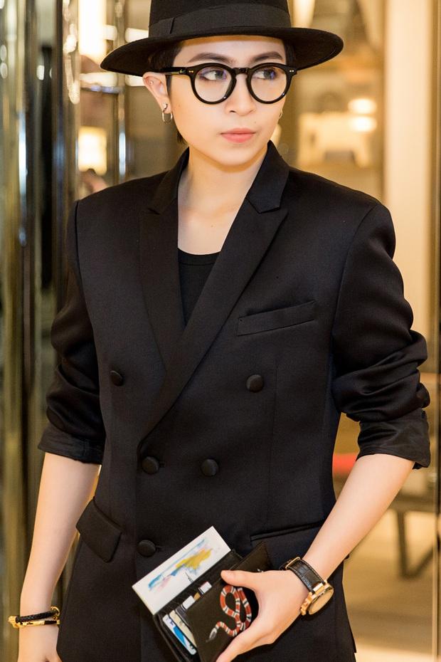 Chi Pu và Phí Phương Anh cùng đọ sắc với tông đen ở sự kiện thời trang, ai mặc đẹp hơn? - Ảnh 11.