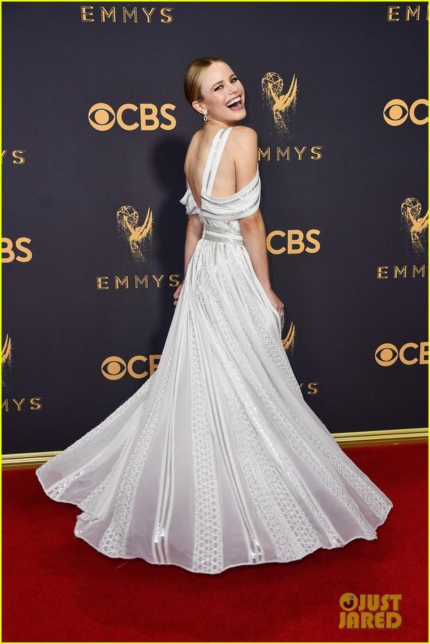 Thảm đỏ Emmy 2017: Dàn mỹ nhân xúng xính váy áo lộng lẫy như những công chúa, bà hoàng trong cổ tích - Ảnh 6.