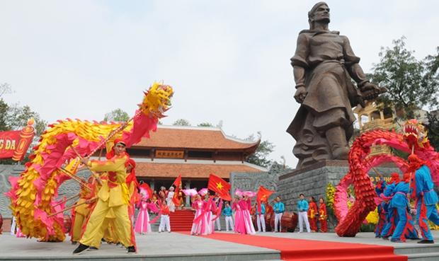 Những lễ hội ở miền Bắc thu hút người dân dịp đầu năm mới - Ảnh 2.