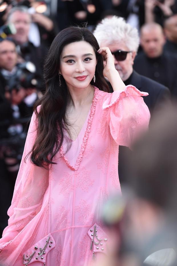 Phạm Băng Băng gây thất vọng, bị Elle Fanning dìm hàng toàn tập tại Cannes! - Ảnh 2.