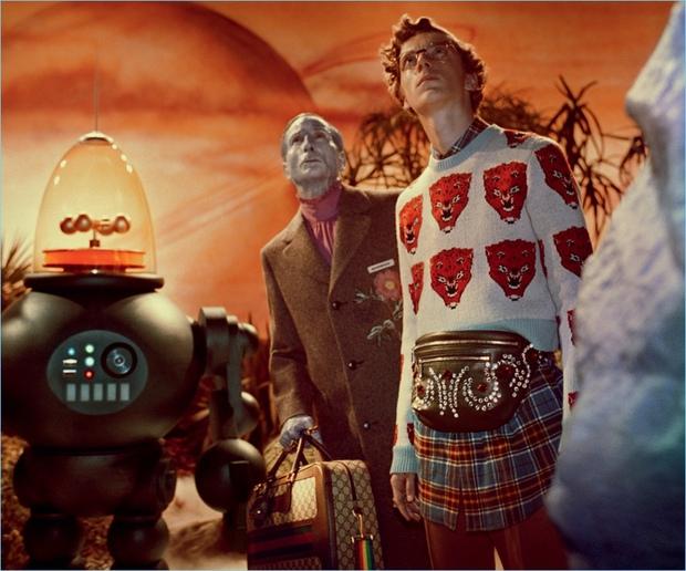 Thời trang hay người ngoài hành tinh, khủng long hay túi hiệu, phim quảng cáo của Gucci có tất - Ảnh 5.