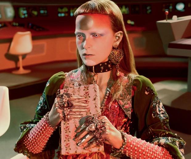 Thời trang hay người ngoài hành tinh, khủng long hay túi hiệu, phim quảng cáo của Gucci có tất - Ảnh 10.