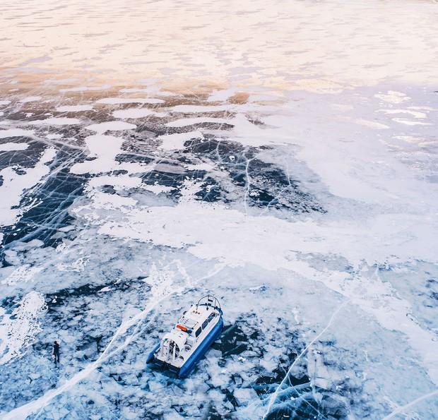 Ngắm nhìn hồ băng đẹp như cổ tích ở miền nam nước Nga - Ảnh 17.