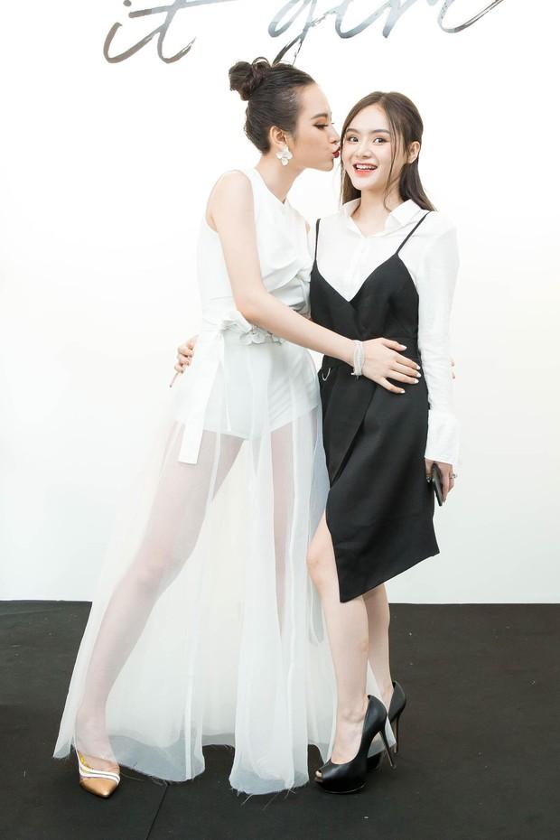 Lâu rồi mới thấy em gái Angela Phương Trinh xuất hiện cùng chị: Dịu dàng và kín đáo hơn xưa nhiều! - Ảnh 2.
