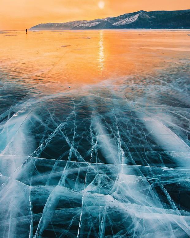 Ngắm nhìn hồ băng đẹp như cổ tích ở miền nam nước Nga - Ảnh 9.