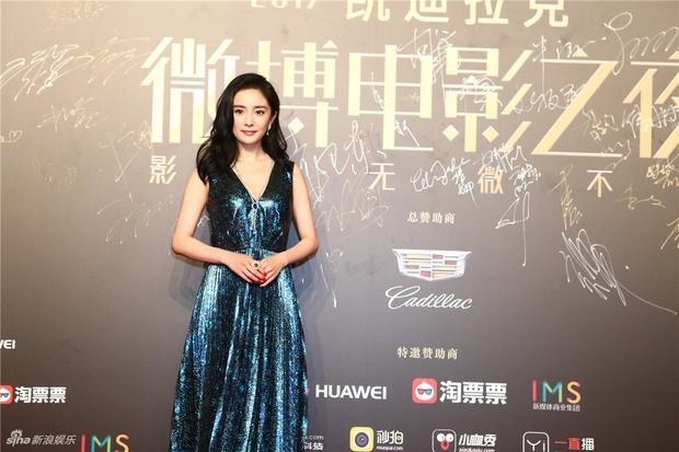 Thảm đỏ Weibo Films Night: Dương Mịch khoe vòng một căng đầy, Mỹ Nhân Ngư Lâm Duẫn sang chảnh đè bẹp đồng nghiệp - Ảnh 2.
