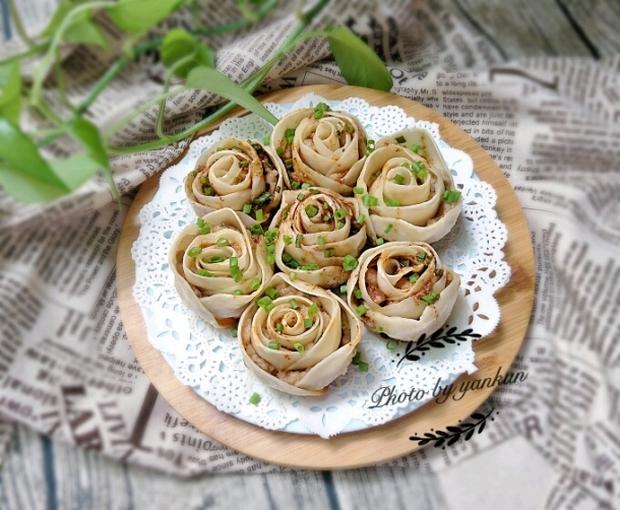 Làm há cảo gyoza hoa hồng kiểu Nhật, nhìn tưởng khó nhưng lại cực dễ - Ảnh 1.