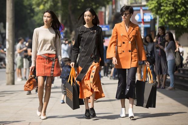 Người mẫu tomboy nhất Việt Nam để lộ 100% vòng 1 trên sàn diễn Elle Fashion Show - Ảnh 4.