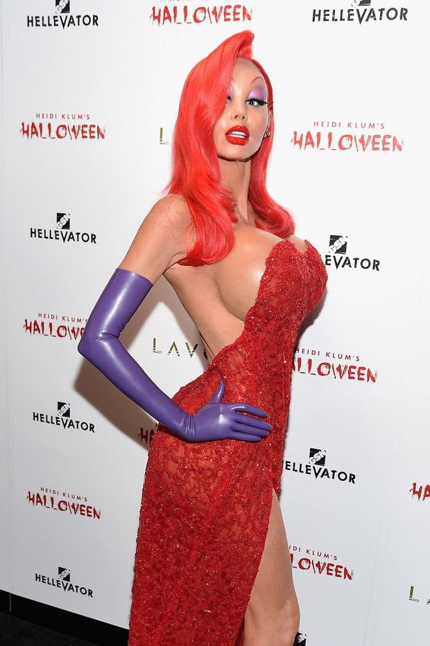 Nghỉ hưu Victorias Secret, cựu siêu mẫu Heidi Klum vẫn nổi nhờ những bộ đồ Halloween độc-không-đối-thủ - Ảnh 20.