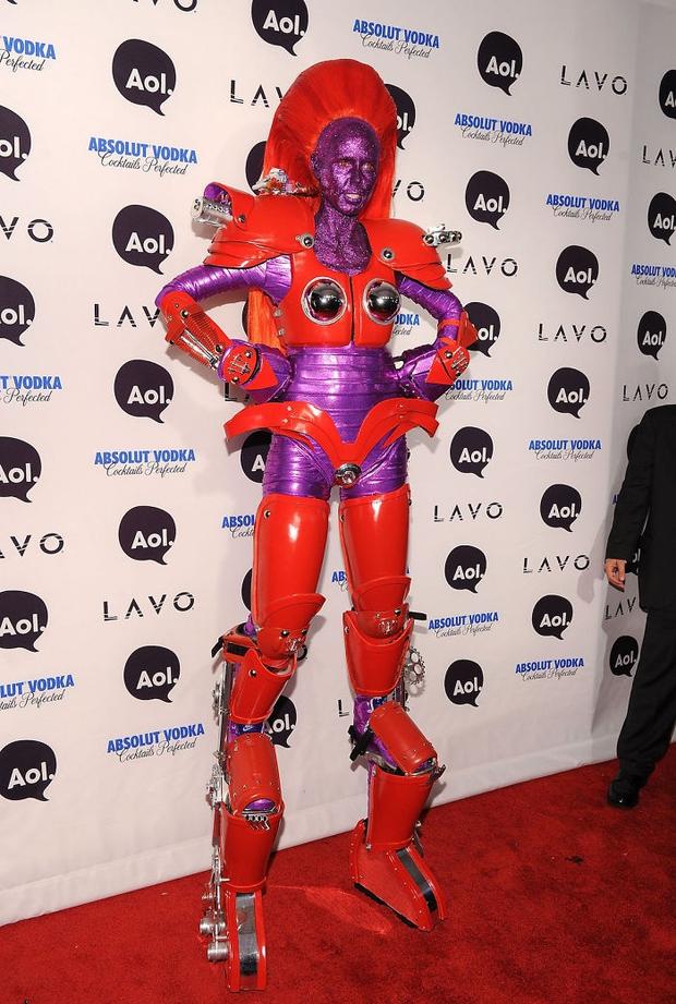Nghỉ hưu Victorias Secret, cựu siêu mẫu Heidi Klum vẫn nổi nhờ những bộ đồ Halloween độc-không-đối-thủ - Ảnh 12.