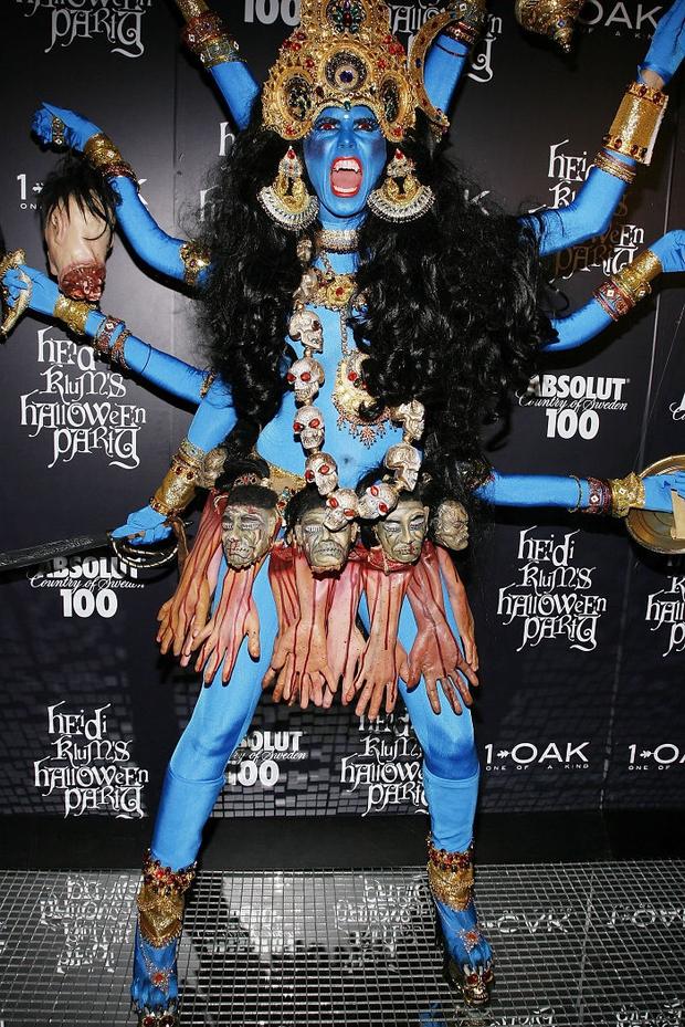 Nghỉ hưu Victorias Secret, cựu siêu mẫu Heidi Klum vẫn nổi nhờ những bộ đồ Halloween độc-không-đối-thủ - Ảnh 10.