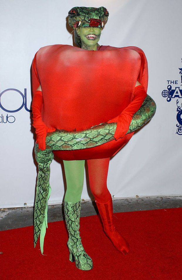 Nghỉ hưu Victorias Secret, cựu siêu mẫu Heidi Klum vẫn nổi nhờ những bộ đồ Halloween độc-không-đối-thủ - Ảnh 7.