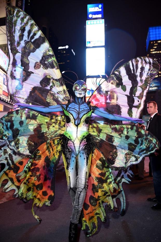 Nghỉ hưu Victorias Secret, cựu siêu mẫu Heidi Klum vẫn nổi nhờ những bộ đồ Halloween độc-không-đối-thủ - Ảnh 19.