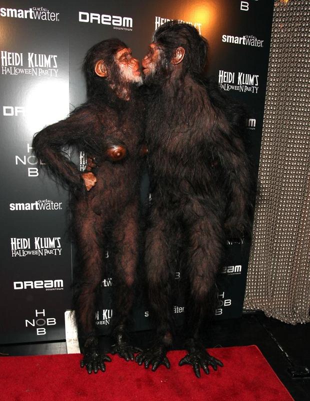 Nghỉ hưu Victorias Secret, cựu siêu mẫu Heidi Klum vẫn nổi nhờ những bộ đồ Halloween độc-không-đối-thủ - Ảnh 14.