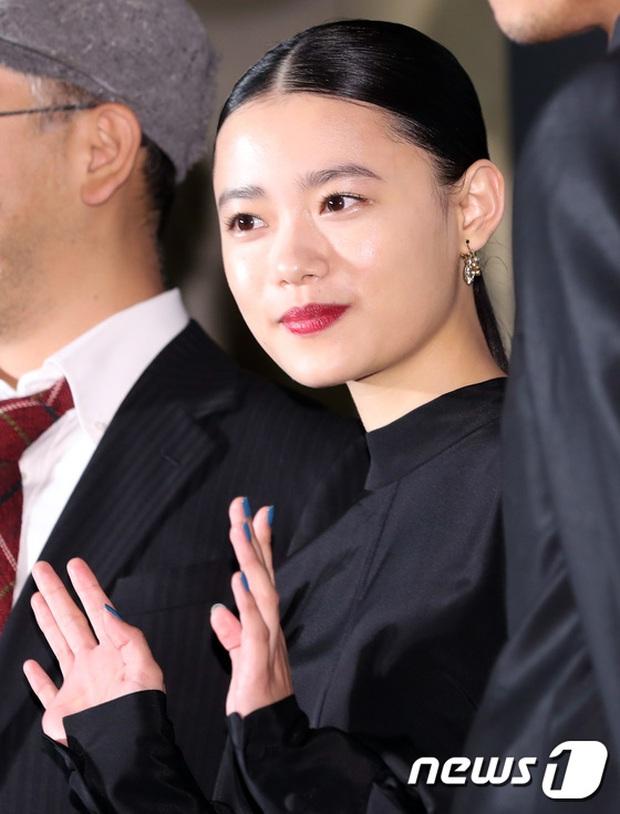Thảm đỏ LHP Busan: Yoona lộ chân gầy như sắp gãy, Moon Geun Young dọa fan, sao nhí Dream High lột xác - Ảnh 23.