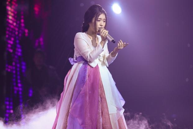 Đâu là lí do Đông Nhi liên tục giữ lại Han Sara tại Giọng hát Việt? - Ảnh 1.