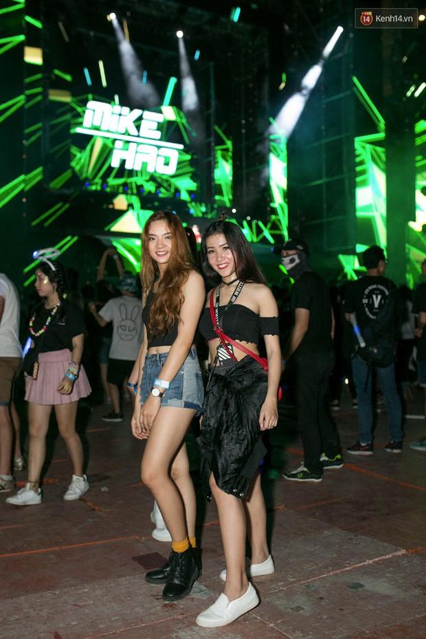 Đi rave show Armin và đây là những cô nàng nóng bỏng nhất! - Ảnh 5.