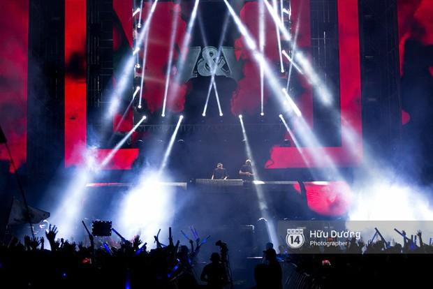 Huyền thoại nhạc Trance Armin van Buuren cân cả đại nhạc hội EDM khiến fan Sài Thành sướng tai đã mắt đến tận khuya - Ảnh 8.