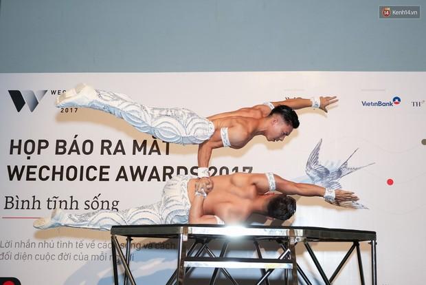 """Clip: Màn biểu diễn ấn tượng của hai anh em """"Kỷ lục Guinness"""" Quốc Cơ - Quốc Nghiệp tại họp báo WeChoice - Ảnh 4."""