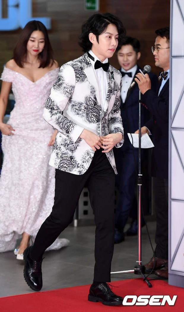 Thảm đỏ MBC Entertainment Awards: Dara bỗng già chát, bị mỹ nhân gợi cảm vô danh và loạt sao nữ sexy đè bẹp - Ảnh 1.