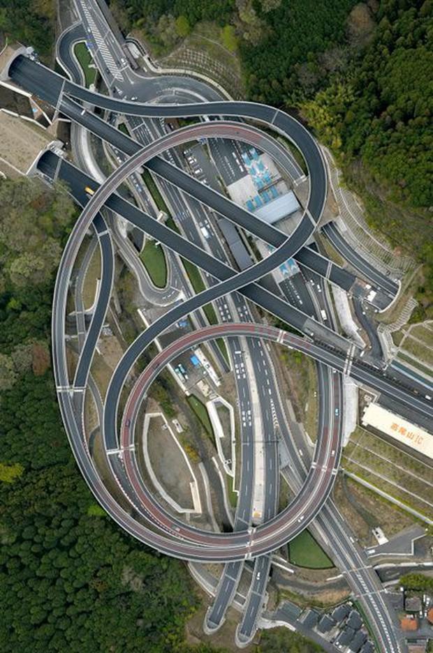 Những công trình giao thông trên thế giới khiến nhiều người không tin là nó có thật - Ảnh 10.