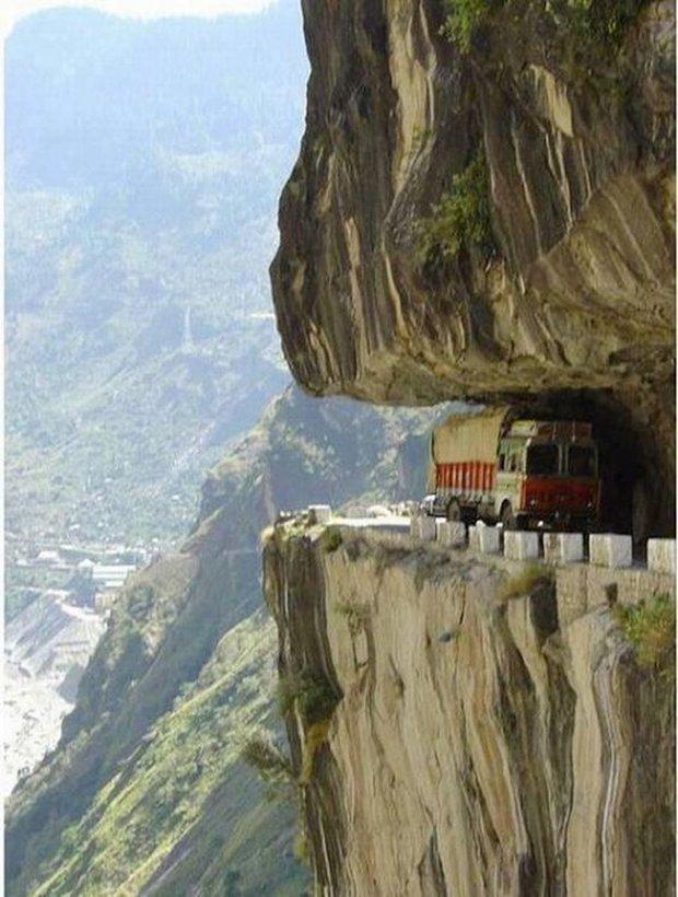 Những công trình giao thông trên thế giới khiến nhiều người không tin là nó có thật - Ảnh 2.
