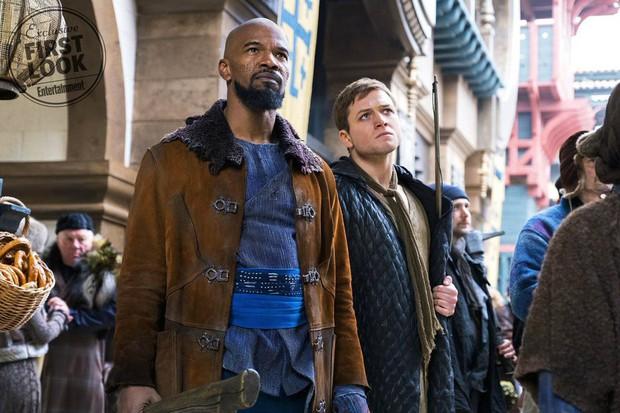 Đặc vụ Kingsman Taron Egerton bụi bặm, phong trần trong tạo hình Robin Hood - Ảnh 3.