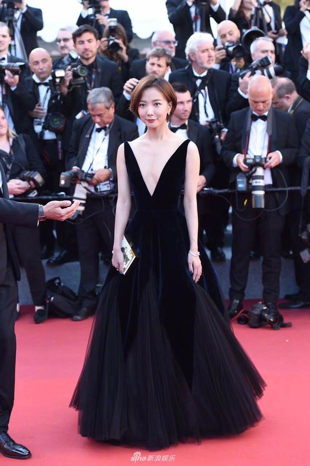 Thảm đỏ LHP Cannes: Phạm Băng Băng lộng lẫy như nữ hoàng, quyết cân dàn mỹ nhân quốc tế - Ảnh 14.