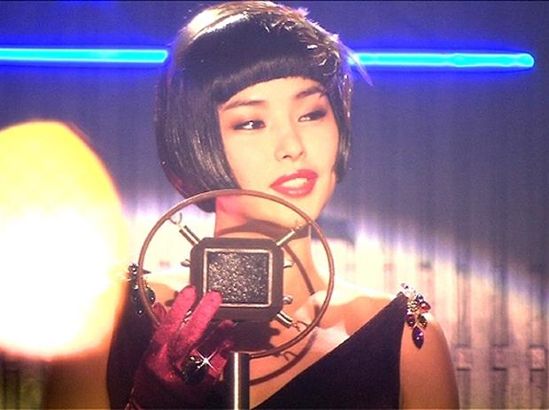 MV mới toanh của Hồ Ngọc Hà: Đồ đẹp thì có đẹp mà vẫn cứ thấy... sai sai - Ảnh 16.