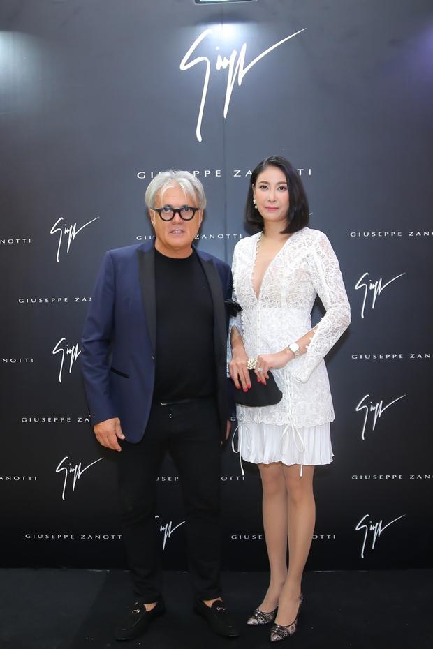 Chi Pu và Phí Phương Anh cùng đọ sắc với tông đen ở sự kiện thời trang, ai mặc đẹp hơn? - Ảnh 13.