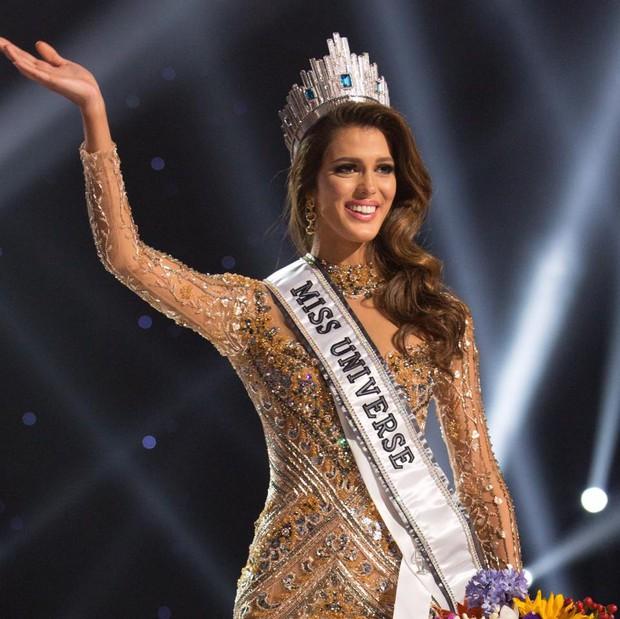 Tân Hoa hậu Hoàn vũ bị chỉ trích ở Pháp vì được trả lương quá cao - Ảnh 1.