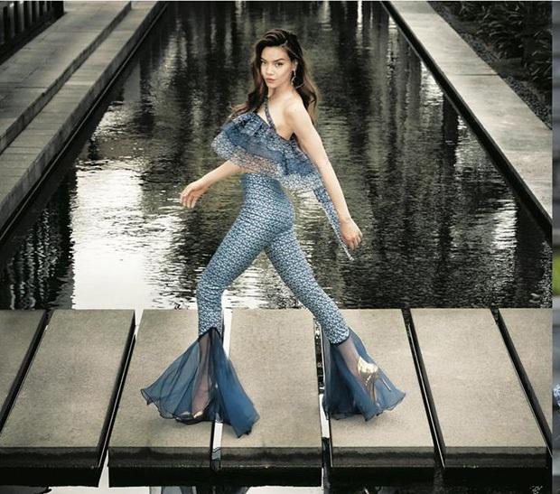 Chung kết The Face: Hoàng Thùy đụng hàng chiếc váy ấn tượng nhất trong liveshow mới của Hà Hồ - Ảnh 8.
