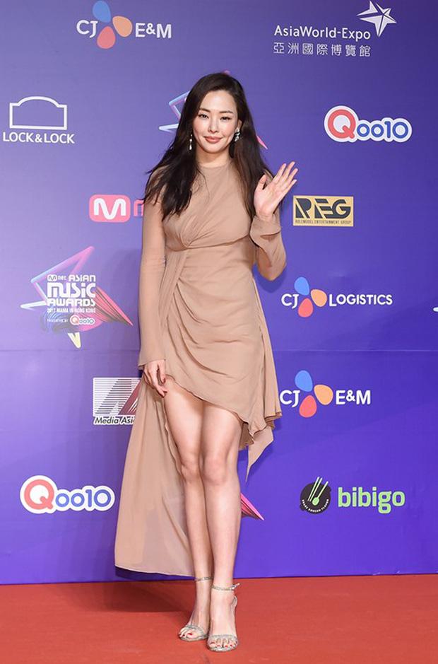 Thảm đỏ MAMA Hồng Kông: Song Joong Ki, Lee Young Ae mê mẩn Wanna One, Song Ji Hyo và em út Red Velvet hở bạo - Ảnh 45.