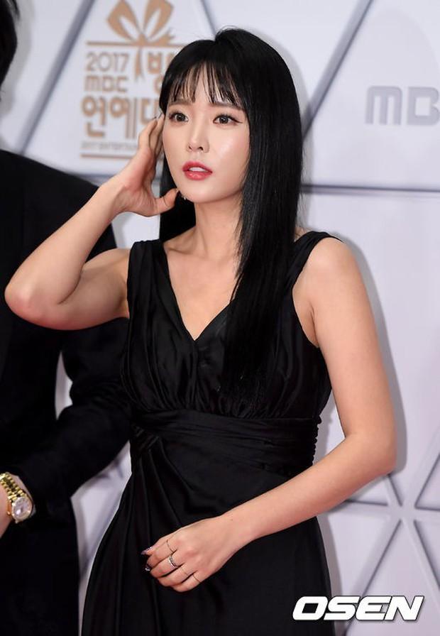 Thảm đỏ MBC Entertainment Awards: Dara bỗng già chát, bị mỹ nhân gợi cảm vô danh và loạt sao nữ sexy đè bẹp - Ảnh 16.