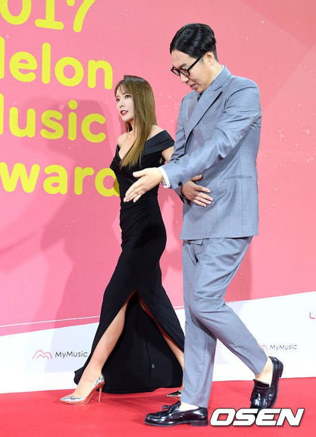 Thảm đỏ Melon: Mỹ nhân ngực khủng vô danh át cả Kim So Hyun, TWICE, EXO và Wanna One đẹp trai như hoàng tử - Ảnh 43.