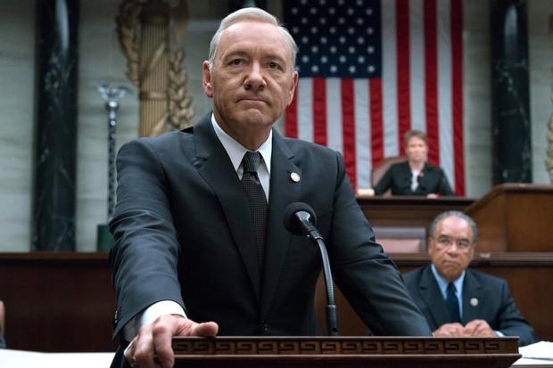 Netflix chính thức sa thải Kevin Spacey khỏi series House of Cards - Ảnh 2.
